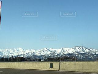 雪の覆われた山々 の景色 - No.1115824
