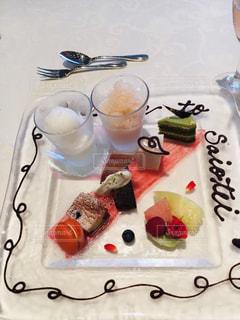 誕生日ケーキを持つテーブルの写真・画像素材[1769685]