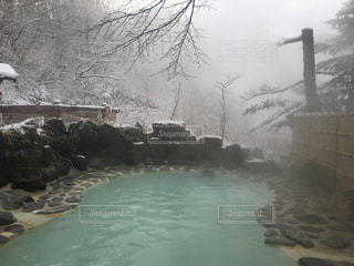 雪の露天風呂の写真・画像素材[1780666]