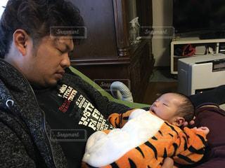 親子,子供,居眠り,新生児,パパ,男の子,長男,乳児,乳幼児,里帰り,ヘビー,2月産まれ