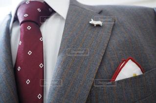 近くにスーツとネクタイを身に着けている男のの写真・画像素材[1848201]