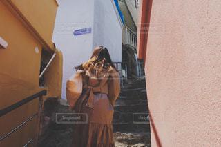カラフルな村の写真・画像素材[2131160]