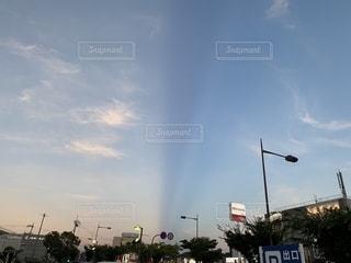 街の通りの虹の写真・画像素材[2412745]