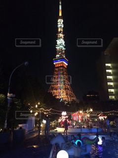 クロック タワーは夜ライトアップの写真・画像素材[712229]