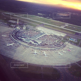 近く飛行機のアップの写真・画像素材[772536]