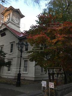 家の前に小さな時計塔 - No.854252
