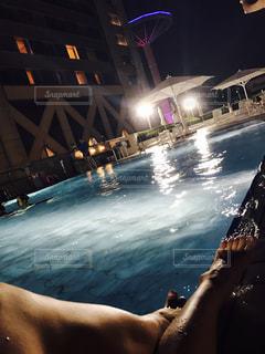 夜座っている人の写真・画像素材[714714]