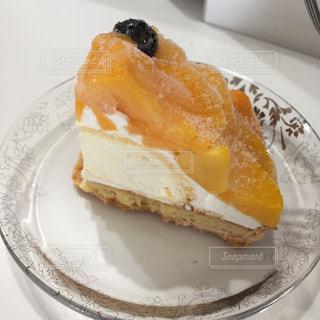 皿の上のケーキの一部の写真・画像素材[823121]