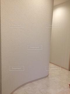 大理石の床で白の塗り壁。の写真・画像素材[1021819]