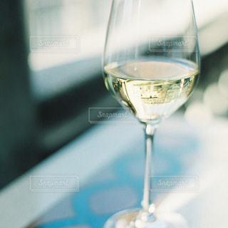 近くにワインのグラスのの写真・画像素材[927853]