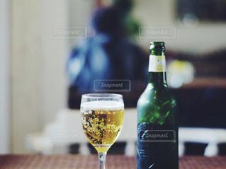 クローズ ボトル、ワインのガラスのの写真・画像素材[943943]