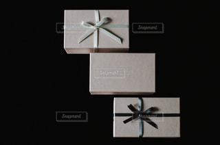 白,プレゼント,リボン,贈り物,グレー,ホワイト,りぼん,ギフトボックス