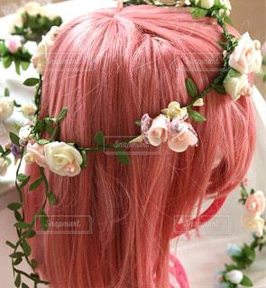 ピンクの花の女性の写真・画像素材[872548]
