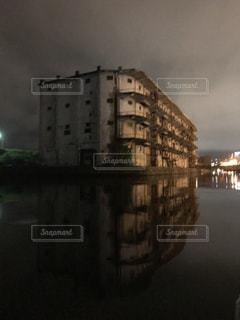 水の体の上の橋の写真・画像素材[1013718]