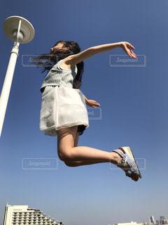 ジャンプする子供の写真・画像素材[1159320]
