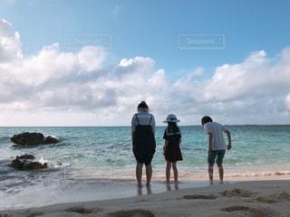 自然,海,空,夏,屋外,雲,後ろ姿,砂浜,女の子,少女,背中,外,少年,男の子
