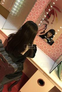 屋内,後ろ姿,女の子,少女,鏡,椅子,背中,メイクルーム