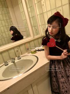 屋内,赤,女の子,鏡,ドレス,ハート,小学生,ミラー,洗面所,写真館
