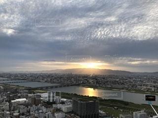 背景に都市を持つ水域の写真・画像素材[2416733]