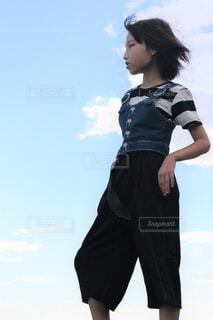 青いシャツを着た人の写真・画像素材[4456093]