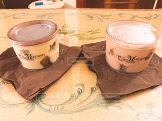 テーブルの上のコーヒー カップ - No.819945