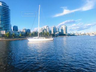 海に浮かぶヨットの写真・画像素材[3248155]