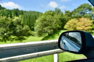 車のサイドミラー ビューの写真・画像素材[915853]
