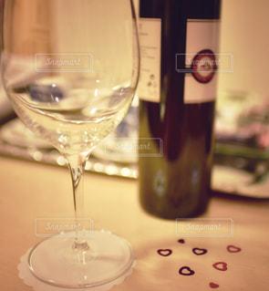 クローズ ボトル、ワインのガラスのの写真・画像素材[1112775]