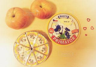 リンゴとチーズの写真・画像素材[1144983]