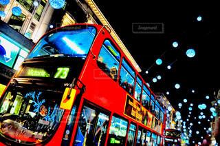 通りの 2 階建てバスの写真・画像素材[1194691]