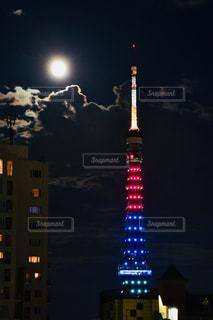 満月前夜。特別なカラーの東京タワーの写真・画像素材[1424238]