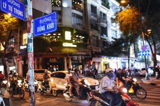都市のストリート バイクに乗る人の写真・画像素材[1697631]