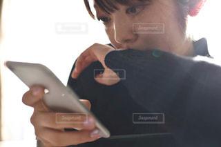 ビデオ ゲームを持っている手の写真・画像素材[1803375]