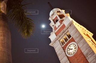 バック グラウンドで小さな時計塔の写真・画像素材[1855721]