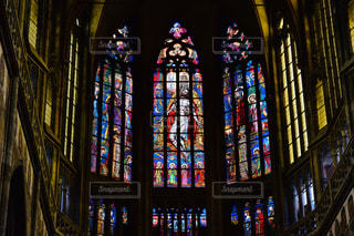 多くの窓の大型ビルの写真・画像素材[1856839]