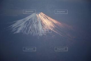 富士山の頂上を空を飛ぶ人の写真・画像素材[2262691]