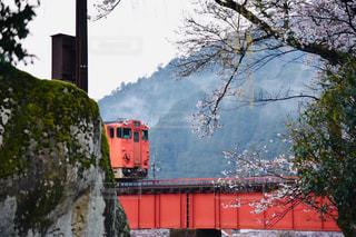 雪に覆われた列車の写真・画像素材[2276626]