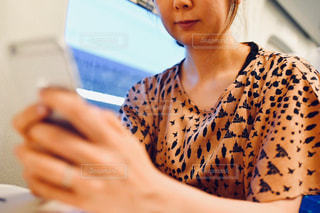 コンピューターを使う女性の写真・画像素材[2323861]