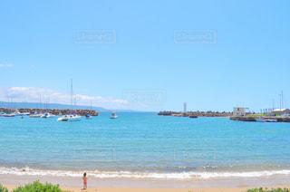 ボートは浜辺に停泊するの写真・画像素材[2328569]