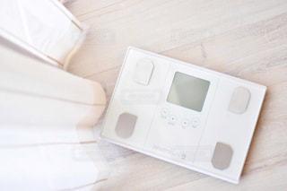 白いビデオゲーム機の写真・画像素材[2359953]