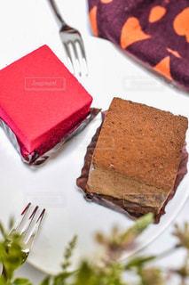 皿の上のケーキの写真・画像素材[2514210]