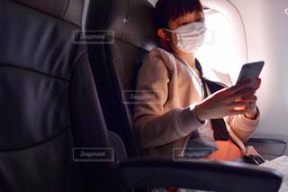 車の中に座っている男の写真・画像素材[2723469]