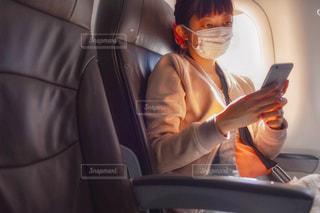 車の座席に座っている男の写真・画像素材[2723470]