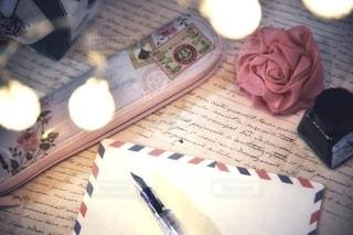 花,屋内,手紙,テーブル,書類,手書き,万年筆,インク,紙,テキスト,エアメール,データ,ペンポーチ