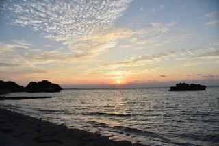 自然,風景,海,空,屋外,太陽,ビーチ,雲,水面,沖縄,光,日の出,日中,クラウド