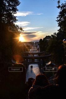 空,屋外,太陽,暗い,日没,光,樹木,人物,混雑,日の入り,クラウド,宮地嶽神社
