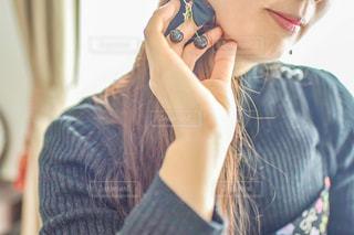 携帯電話で話している女性の写真・画像素材[2903766]