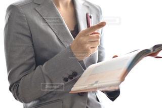 スーツとネクタイを着た男の写真・画像素材[3048937]