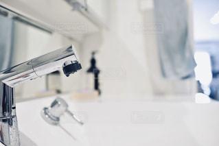 鏡の反射の写真・画像素材[3174344]
