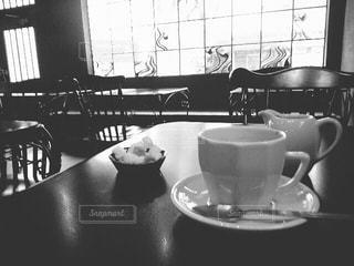 モノクロカフェでひとやすみの写真・画像素材[817049]